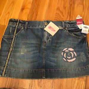 denim skirt with rose